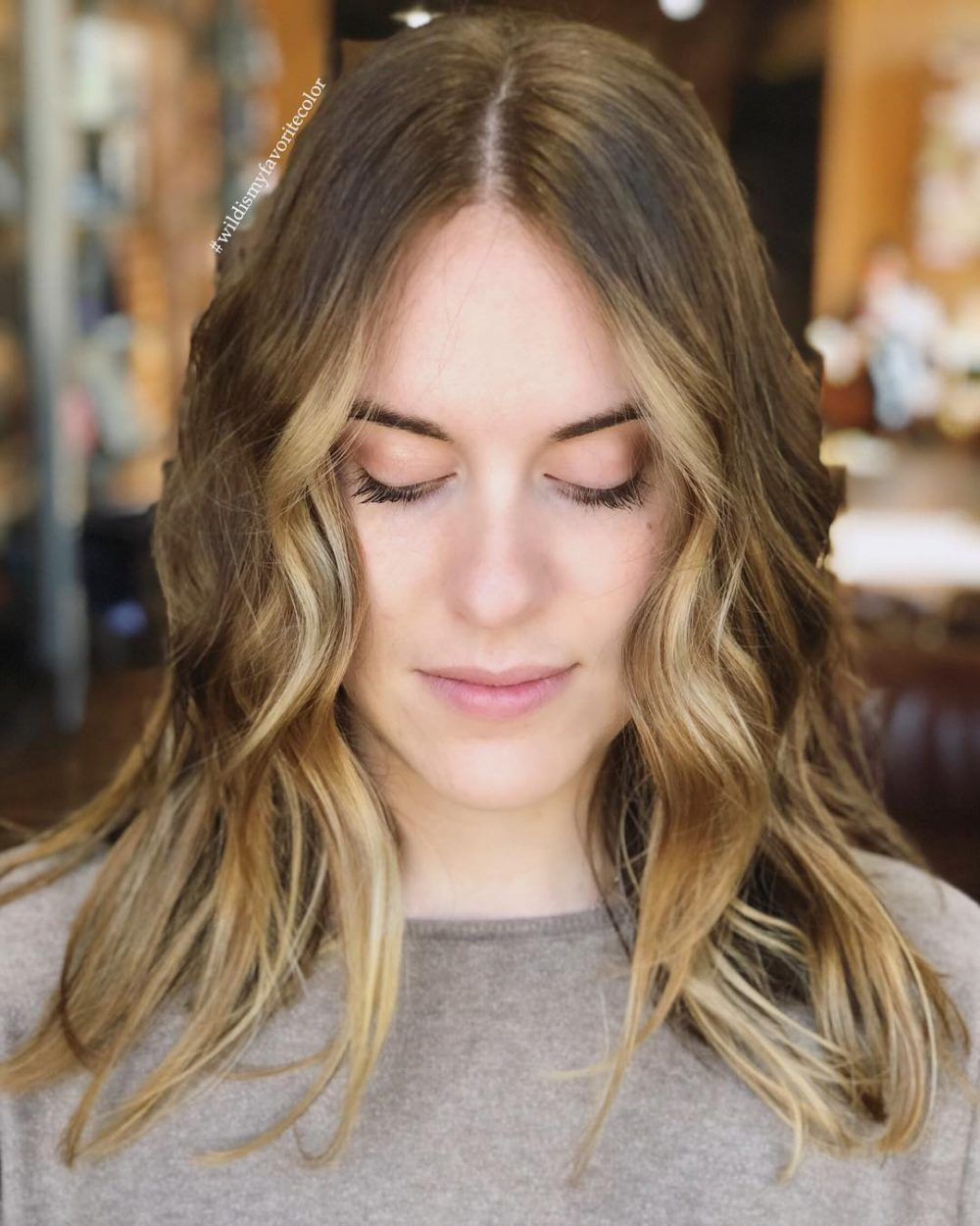 28 Flattering Medium Hairstyles for Round Faces