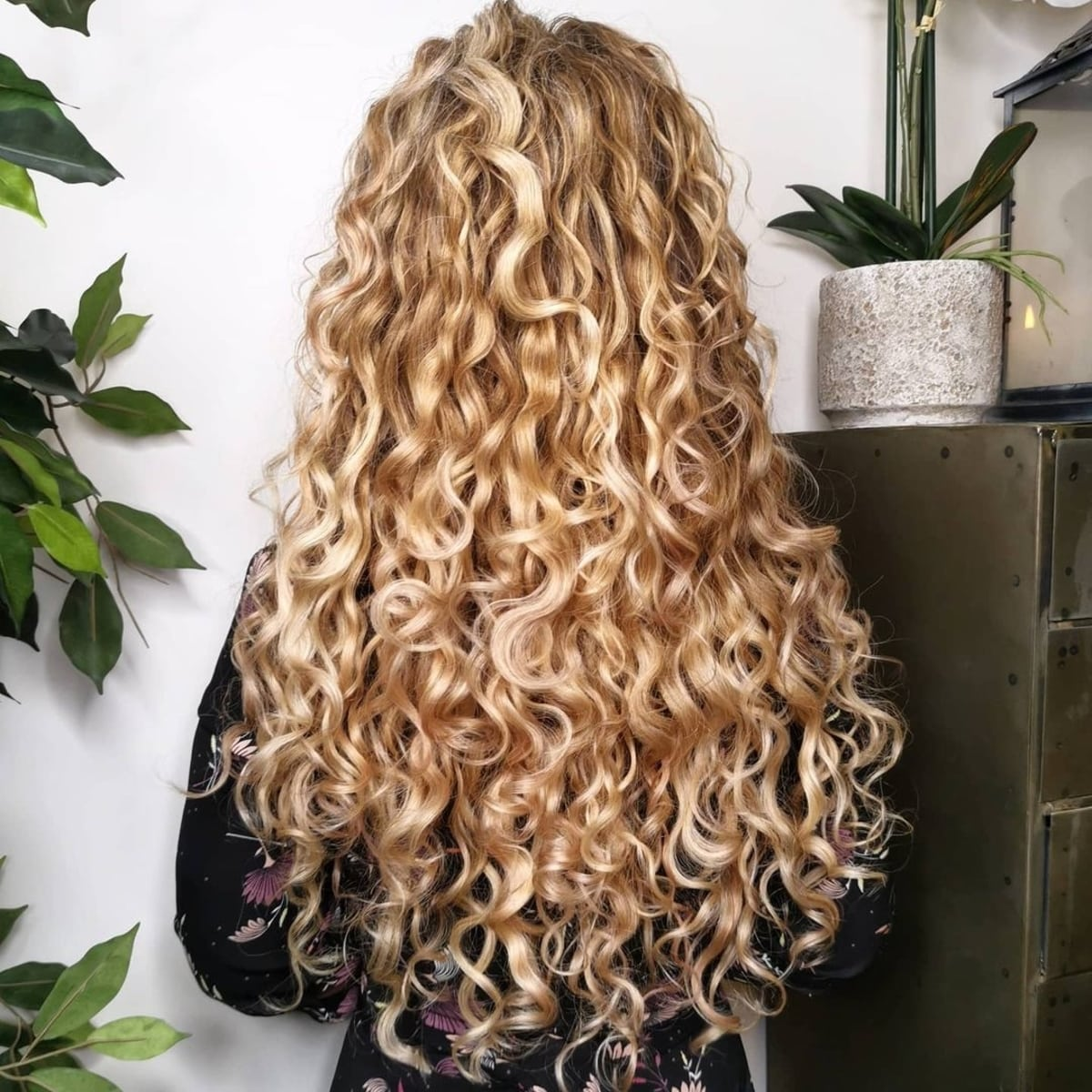28 Cutest Long Curly Hairstyles