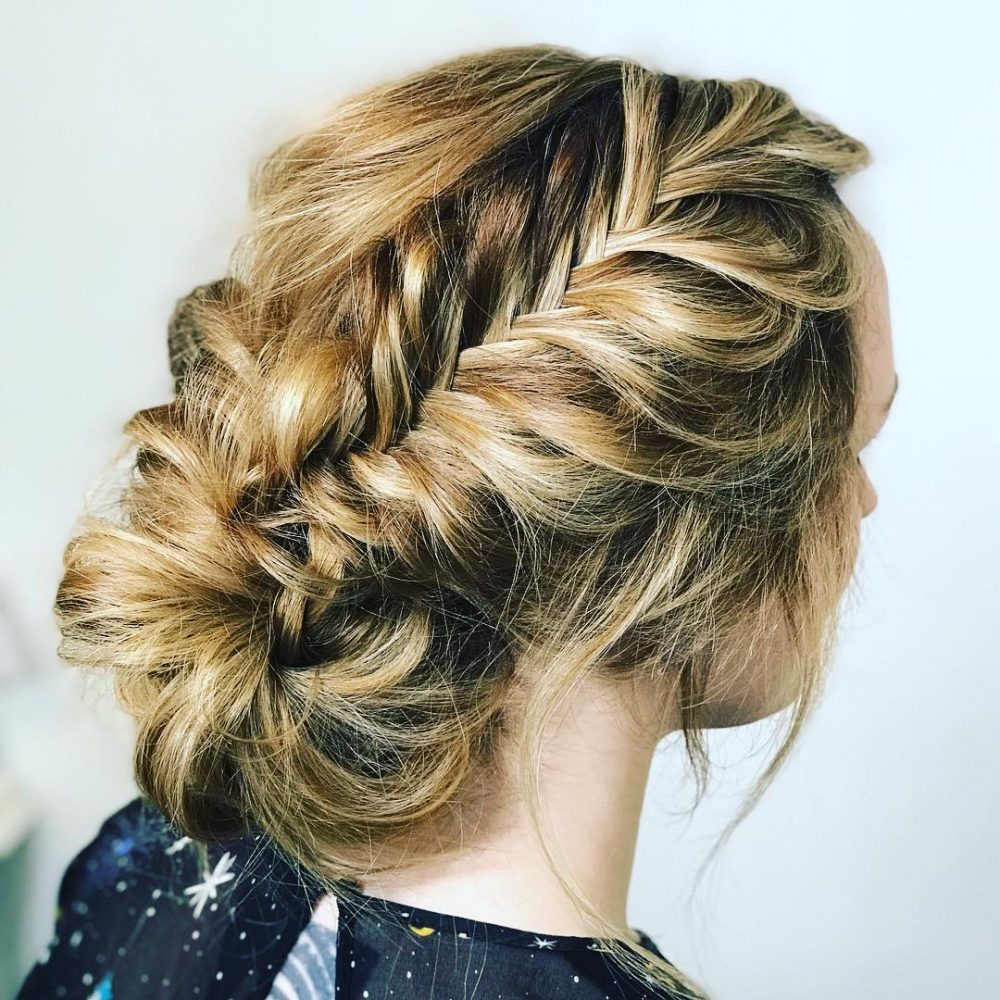 33 Breathtaking Loose Updos You Can Wear Anywhere