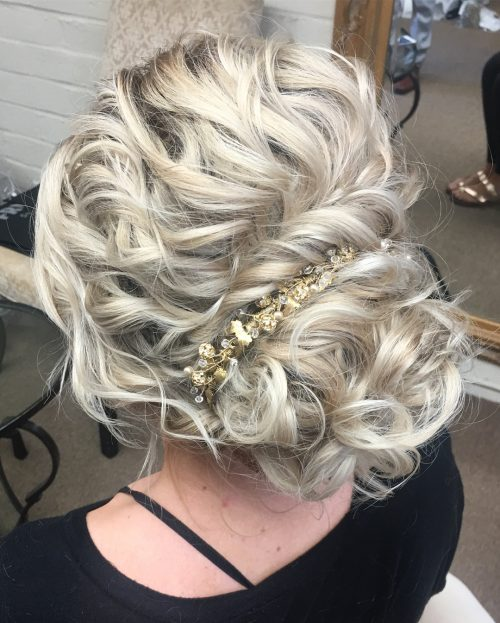 Show Off Your Beautiful Curls With These 29 Curly Updos