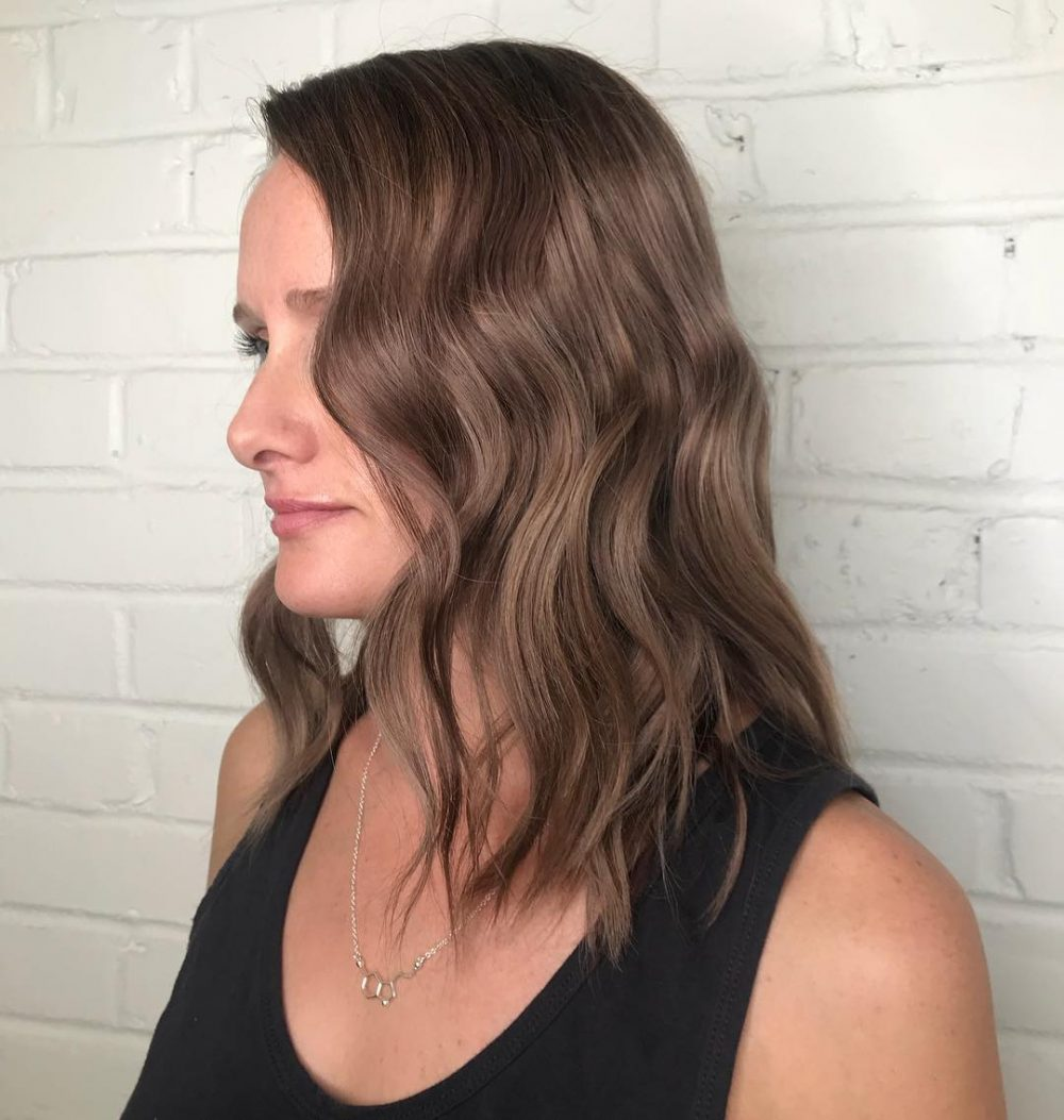 24 Medium Hairstyles for Oval Faces